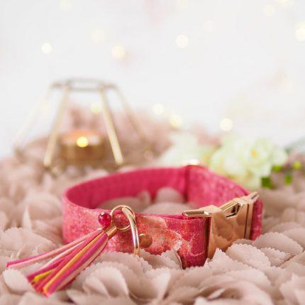 Różowa obroża dla psa marmur