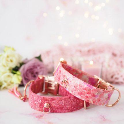 Różowa obroża w kwiaty dla psa